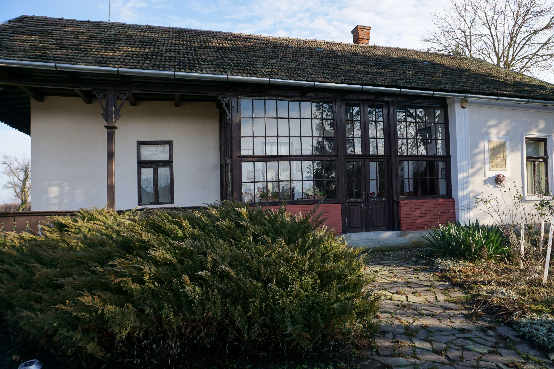 hirek/2021/januar/16/5-az-1911-ben-epitett-tornacos-kuria-ma-emlekmuzeum.jpg